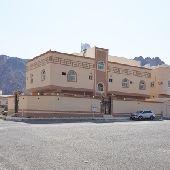 للبيع عماره سكنيه جديدة 3 شقق مساحتها 360 متر