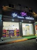 محل للتقبيل في حي السلام في المدينة