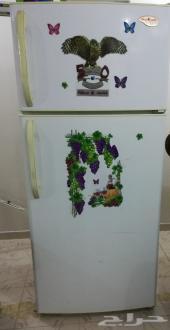 سجادة وثلاجة للبيع