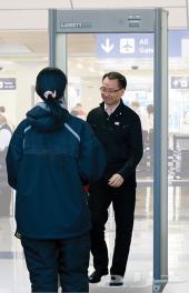 بوابات امنية للمحلات والدوائر الحكومية والمطارات والمجمعات لكشف المعادن والاسلحة