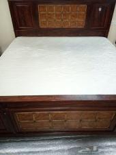 سرير بالمرتبة 2متر ودولاب للبيع