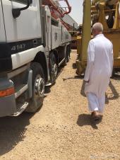مضخة خرسانة (2005م) مع شاحنة مرسيدس (2003م)