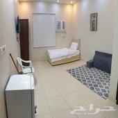 غرف شهرية للإيجار في موقع مميز وهادي