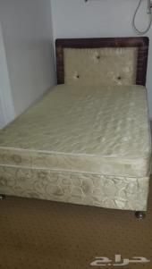 سرير مع المرتبة