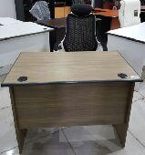 مكتب خشب مع ادراج جديد بالكرتون