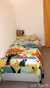 سرير ايكيا للبيع جديد ونظيف