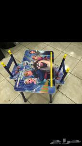طاولات دراسة بشكل جديد للاطفال