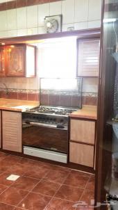 دولاب مطبخ نظيف جدا