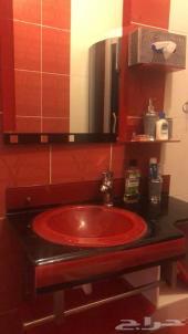 حوض  غسيل لونه أحمر ( مغسلة)