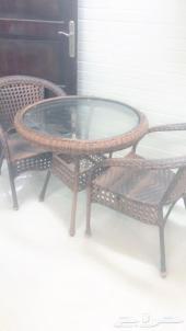 طاولة حديقة شبه جديده