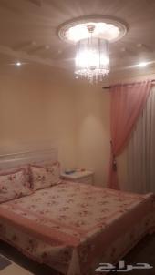 غرفة نوم بيضاء