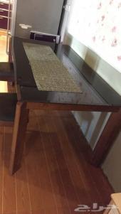 طاولة طعام ماليزي خشب بسطح زجاجي مصفح