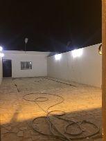 للبيع اربع استراحات عزاب في حي الغدير  ببريد