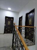شقة 4غرف وصاله جديده للايجارمع سطح حي العوالي