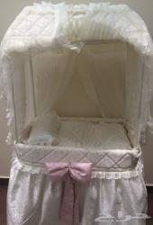 سرير طفل حديثي ولادة متحرك بعجلات