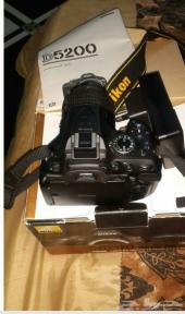 كاميرا Nikon D5200 للبيع نظيفه جدا