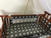 سرير أطفال للبيع .