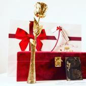 هدايا رومنسية فاخرة (طقم نسائي) صممت بفخامة