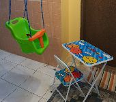 طاولة دراسة و مرجوحة أطفال