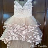 فستان جديد ونظيف للبيع