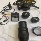 كاميرا نيكون مع ملحقاتها للبيع