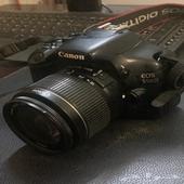 كاميرا كانون D550 للبيع.