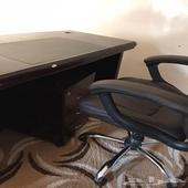 مكتب مستعمل مع كرسي للبيع