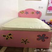سرير اطفال و ستاره ب300 ريال