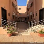 فلتين للايجار داخل مجمع سكني في حي طيبة