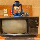 تلفزيون قديم تراثي   سراج قاز صيني  مفاتيح وافياش قديمه