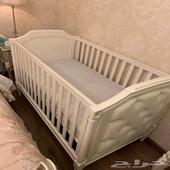 سرير اطفال جديد من باتري بارن