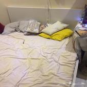 سرير وكرسي للبيع مستعجل