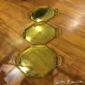 ثلاث تباسي نحاس ذهبية