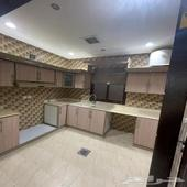 شقة حديثة للإيجاربموقع مميز بمكيفات ومطبخ