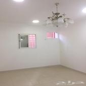 للإيجار شقة خمس غرف وصالة حي المنارة