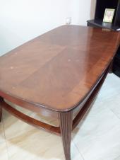 طاولة خشبية ذات جودة عالية