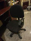 مكتب مع مكتبة مع كرسي