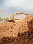 حفر ترحيل قص الجبال هدم المباني مقابل الحديد