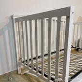 سرير أطفال جونيورز أبيض مستعمل