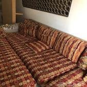 1-كنب من ثلاث قطع 2-طاولة طعام قزاز 3-سرير خشبي