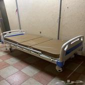 سرير طبي كهربائي مع مرتبة طبية شبه جديد للبيع