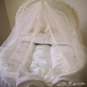 سرير اطفال مواليد كامل بمستلزماته .