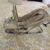 سرير اطفال مع قعاده وكرسي سياره