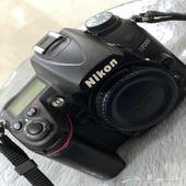كاميرا NIKON من افضل الكاميرات الاحترافية (البيع قريب جدا )