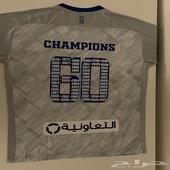 تي شيرت نادي الهلال عليه تواقيع لاعبين الفريق يدويا .
