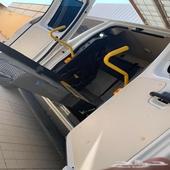 سيارة فورد مزودة برافعة لذوي الاحتياجات الخاصة