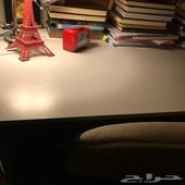 مكتب وكرسي