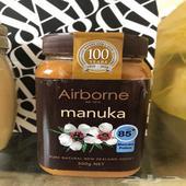 عسل مانوكا و عسل جبلي مع غذاء ملكات وعسل مانوكا مع غابة سود
