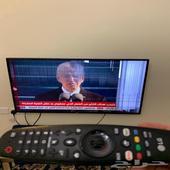شاشة تلفزيون LG فيها خدش