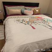 سرير ايكيا اسود مع ادراج للبيع